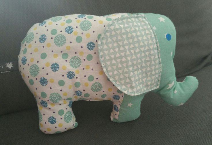 doudou éléphant bleu et blanc rembouré