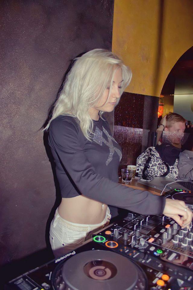 Female DJ Mirjami in da mix :)
