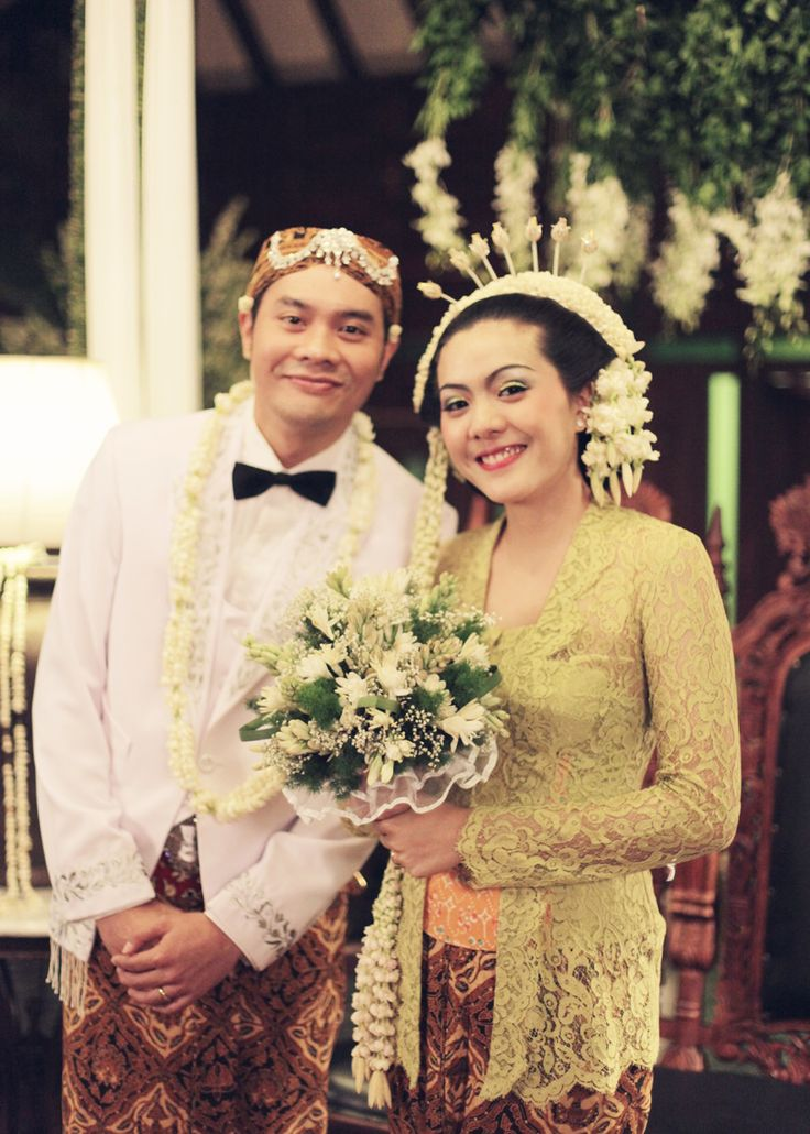 Throwback: Pernikahan Bertema Pesta Rakyat Ala Ria dan Fedi - fedie-ria-by-alodita06