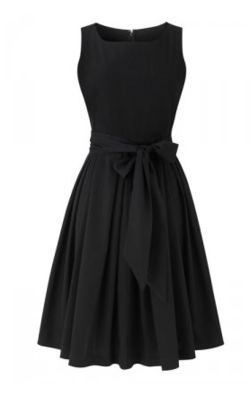 Love this dress, so pretty. Such a fun black dress, would be great for things like graduations or parties.