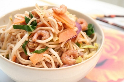 Speedy Prawn Stir Fry (from I Love Meal Plans) http://www.yummly.com/blog/2012/05/quick-stir-fry-recipes-for-healthy-spring-eating/