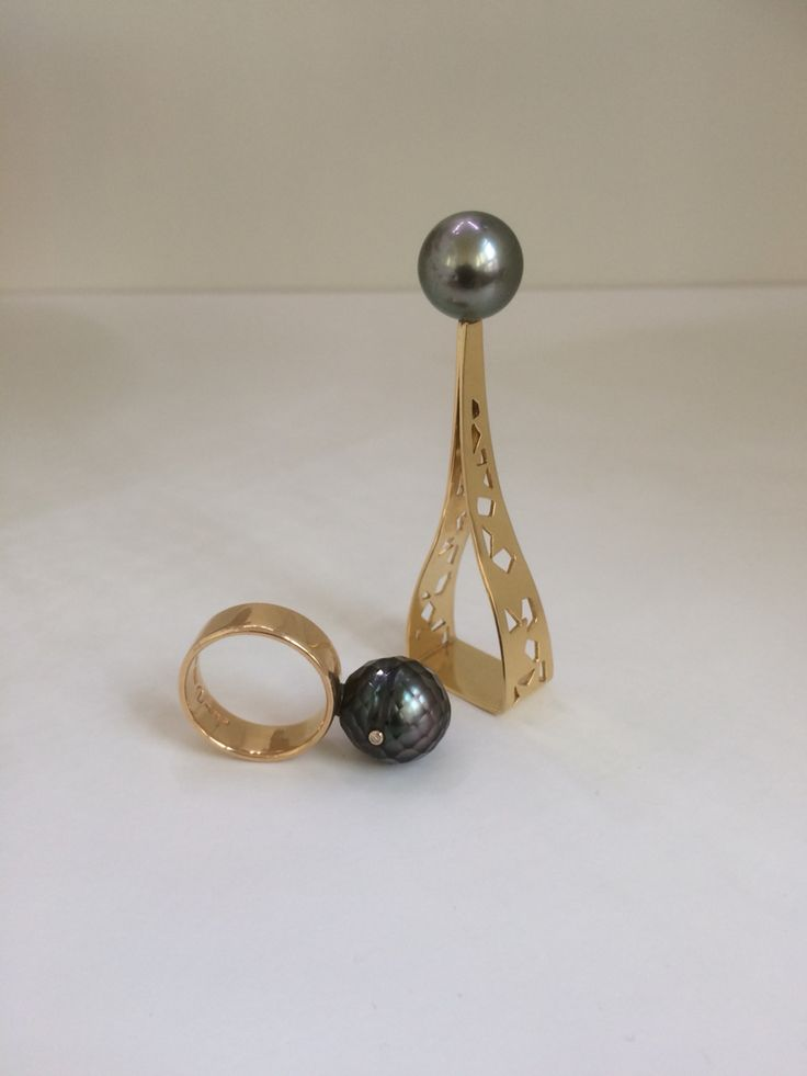 Rings in red gold with Tahiti pearls and a small Diamond