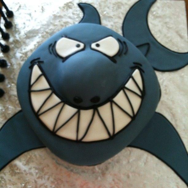 Shark cake made by www.wbustomcakes.com