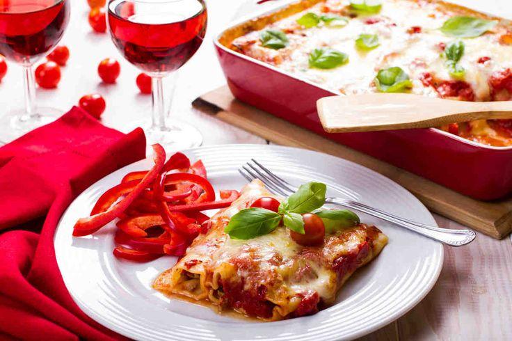 Cannelloni z prosciutto, wieprzowiną i warzywami #smacznastrona #przepisytesco #cannelloni #wieprzowina #warzywa #italy #pycha.