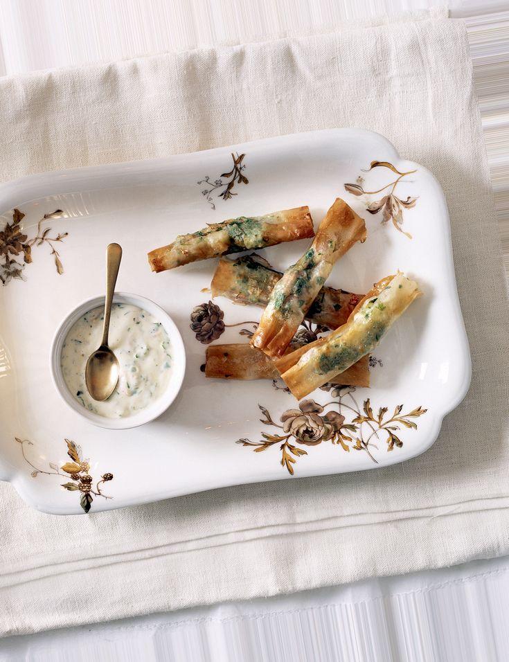 Filodegspaket med heta räkor och syltad ingefära  24 paket  Tid: 25 minuter + i kyl över natten  Frasiga, söta, goda!  24 råa stora räkor (skalade)  2 msk fi nhackad koriander  3...