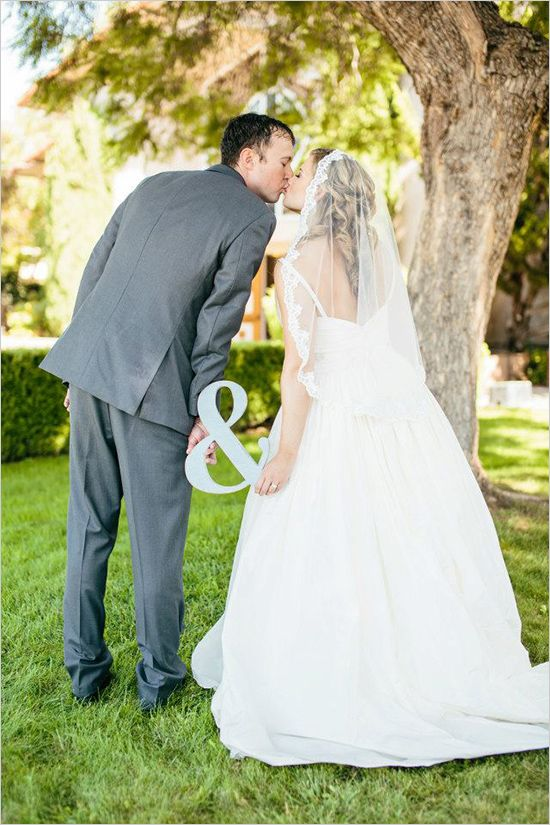 bride and groom wedding photo, styled by Caitlin Arnold Events #brideandgroom #wedding #weddingkiss http://www.weddingchicks.com/2014/01/21/caitlin-arnold-weddings-and-events/