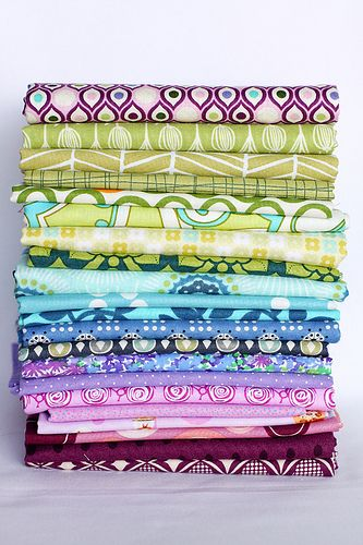 The Art of Choosing: Building a Scheme Around a Single Fabric - InColorOrder.com