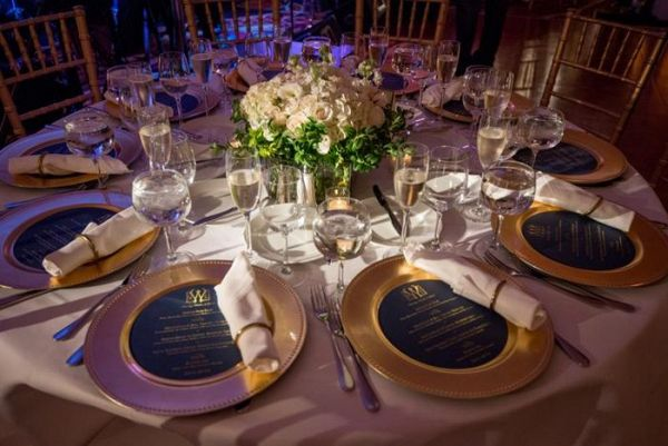 Round reception table in white and gold    #wedding #weddingday #aislesociety