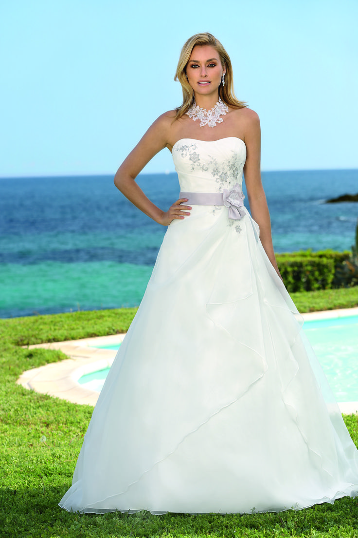 124 best ♥ Trouwjurken Ladybird - Wedding Dresses Ladybird ...