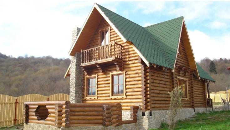 Case de lemn in stil traditional romanesc