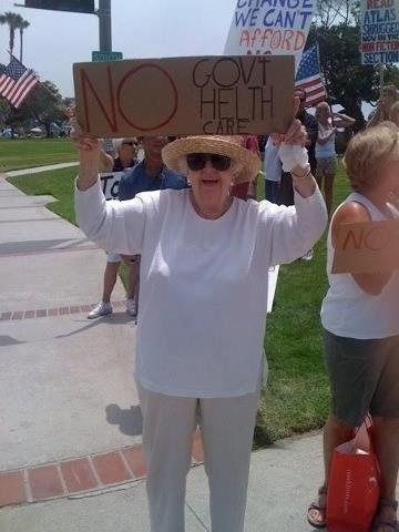 """I'm pretty sure this woman is ON GOVERNMENT """"HELTH"""" CARE!"""
