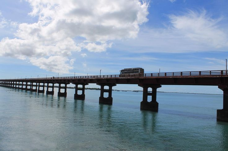 * The Pamban Bridge *   (Rameswaram<>Pamban Island), Índia.