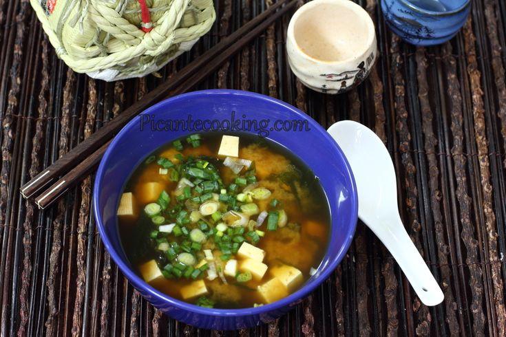 Мисо-суп с тофу и вакаме