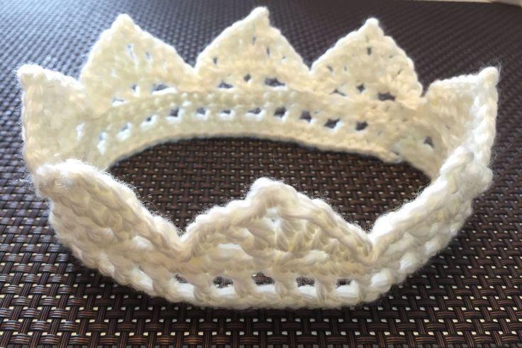 かぎ針編みで簡単にできるベビークラウンの作り方と編み方と編み図を無料で公開