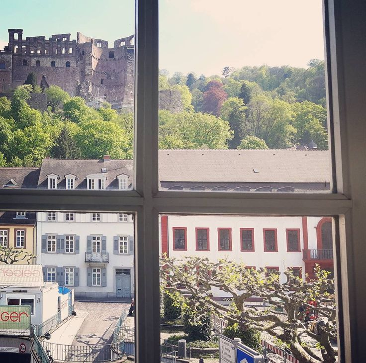 Es ist dann wohl endlich Frühling in Heidelberg #liebe #love #spring #frühling #sonne #studentlife #castle #seminar #lovethisweather #lovethisview #beautiful #beauty by athina_1406