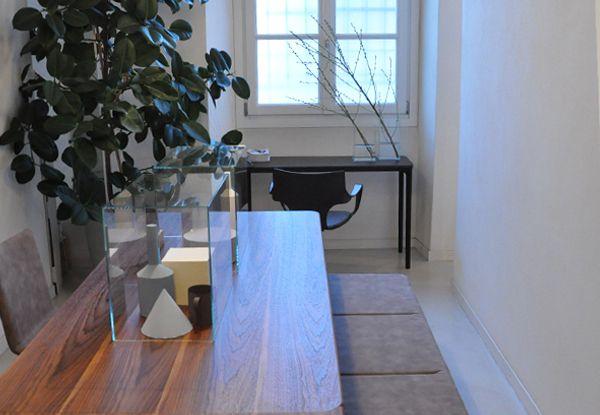 Slim wood and Slim console in Studio Bianco