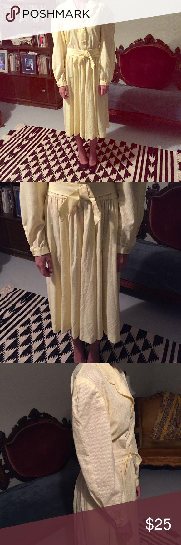 Vintage 50s style yellow June Cleaver Dress sz L? Vintage 50s style yellow cotton June Cleaver Dress sz L? No label, comes with matching non adjustable bow. belt.... Dresses Midi