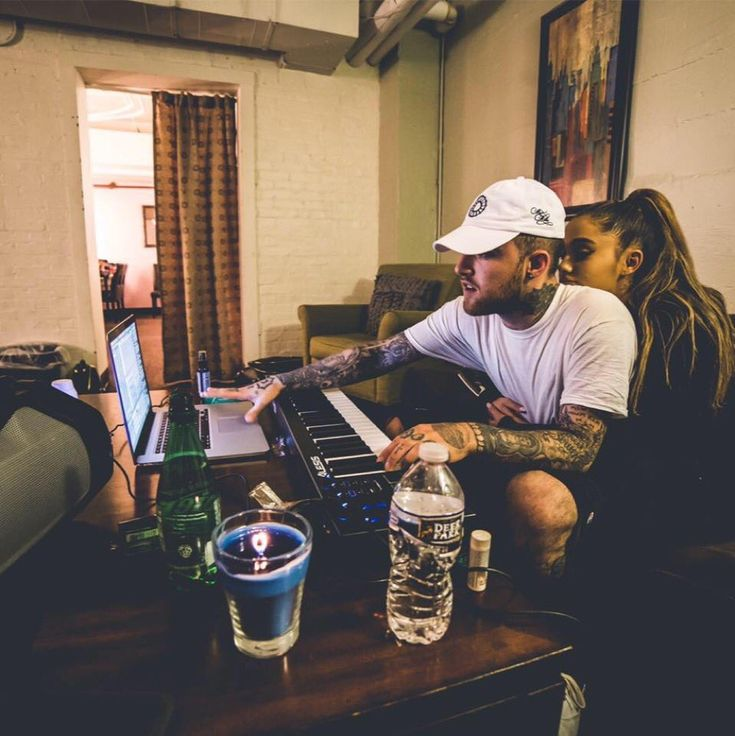 -NEW PHOTO- Ariana Grande and Mac Miller