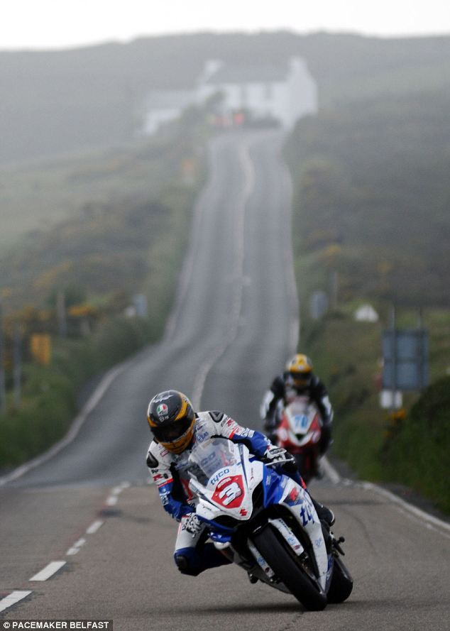 Bird Strike Isle Of Man TT Rider Ducks For Cover As Low Flying Sea Gull Collides With His Superbike At A Blistering 170mph