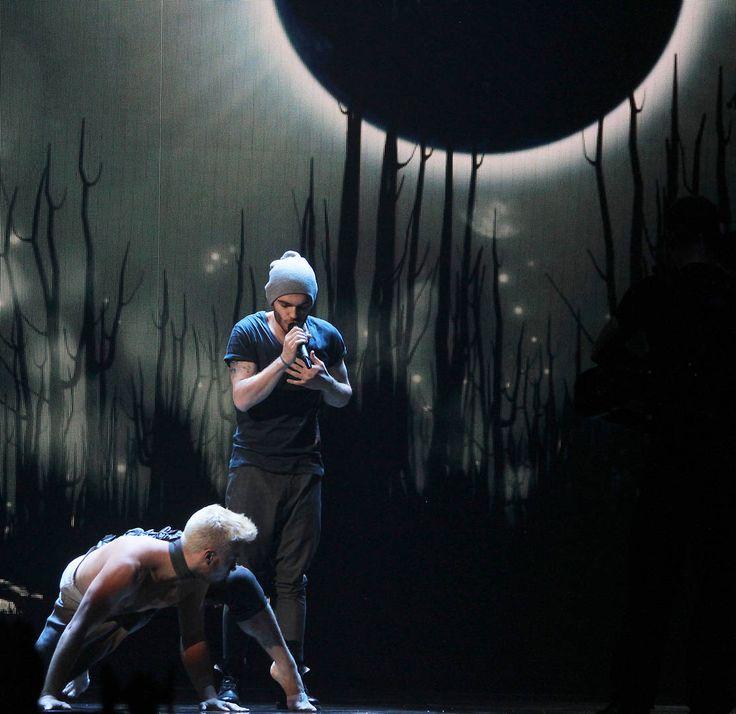 """Aserbaidschan - Elnur Huseynov mit """"Hour of the Wolf""""  (KURIER/Franz Gruber) Mehr Bilder vom #ESC Finale finden Sie auf http://kurier.at/songcontest."""