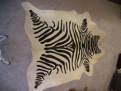 Koehuid print Zebra tapijt, Stenciled hair on Hides rug, black and white, cowhide