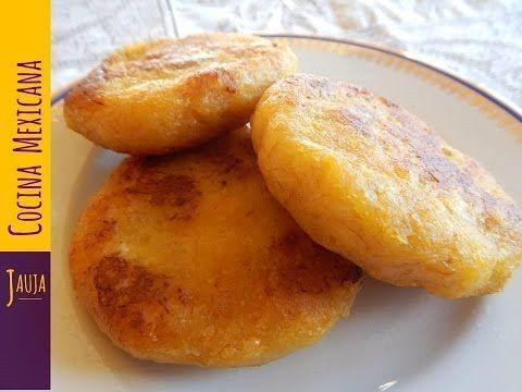 Tortitas de Plátano Macho. Tortitas de Plátano Macho con queso de Jauja Cocina Mexicana. Receta completa, ingredientes y pasos detallados para preparar Tortitas de Plátano Macho con queso. Económcas y muy fáciles de hacer, son el salvavidas para disfrutar en comidas y cenas rápidas con la familia acompañadas con Arroz Blanco https://youtu.be/rUtI3kzHHaY de o Rojo https://youtu.be/l4RVlKkh-uA, y servidas con crema y queso. Riquísimas, y las favoritas de las niñas y niños. Buen provecho.