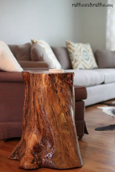 DIY tree stump table - I happen to have a tree stump in my garage, drying out, just to make a project like this!
