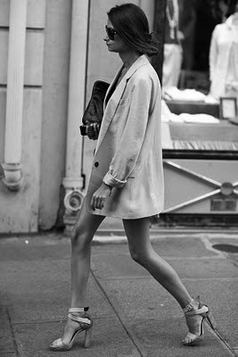 Oversized blazer for early fall.