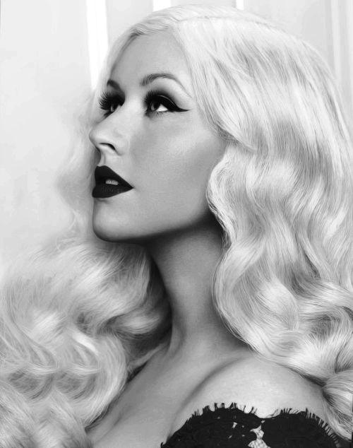 """""""Cuando canto, creo que es el único momento en el que puedo ser yo misma y expresar todo de mi y quién soy. Encuentro un hogar en la música y mi voz permite a otros también encontrar un hogar. Es por eso que esto es tan importante y especial para mi """" Christina Aguilera"""