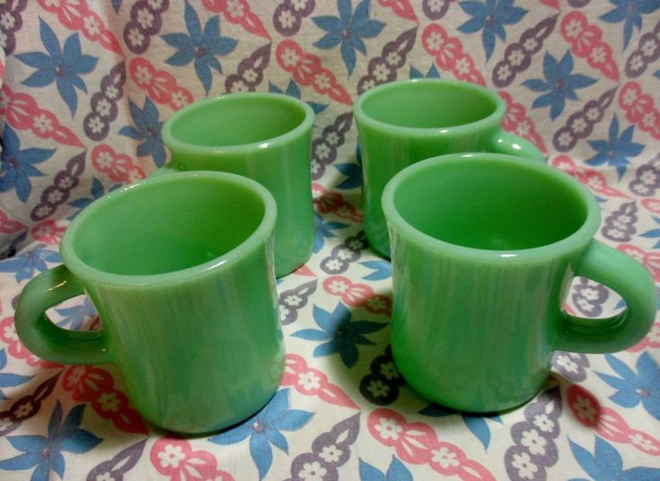 Jadeite Green Glass Restaurant Style Coffee Mugs in Excellent Condition x4 #40s50s60s