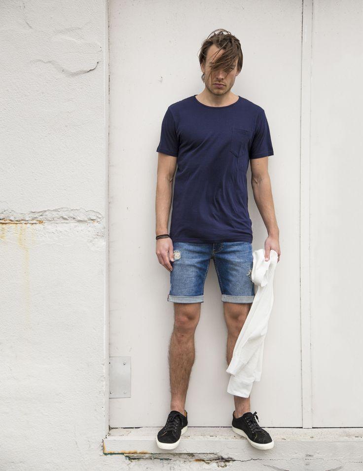 RVLT - men's fashion. Classic slim fitted cotton blend, a basic procket t-shirt.
