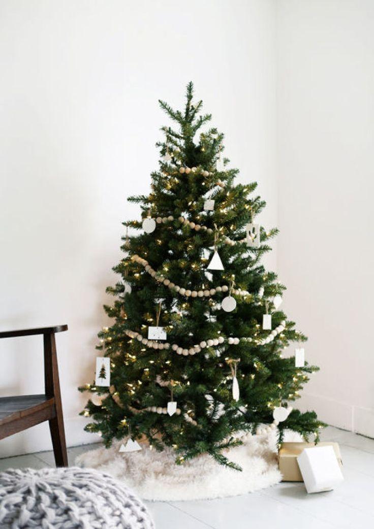 Minimalista, rústica, geométrica, mini e até mesmo maximalista: estas árvores de Natal vão conquistar as visitas e o décor da sua casa!