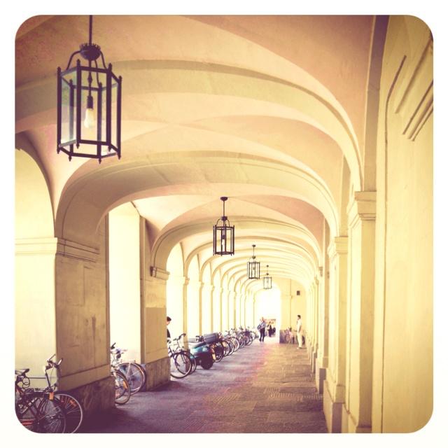 Sous les arcades - vieille ville (old town)