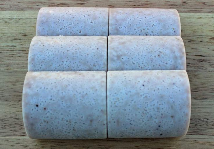 Autumn Fruit and Yoghurt is an all natural 20% superfatted, super-moisturising yoghurt salt scrub bar infused with real fruit. Vegetarian friendly.