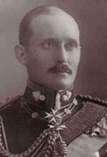 Arthur, principe di Connaught(1883+1938) Nipote di Vittoria,figlio di Arturo.Seguì la carriera militare.Fu governatore del Sud Africa.Nel 1913 sposò Alessandra Duchessa di Fife(1891+1959).Egki era 1° cugino della madre della Sposa.Ebbero Alastair(1914+1943)