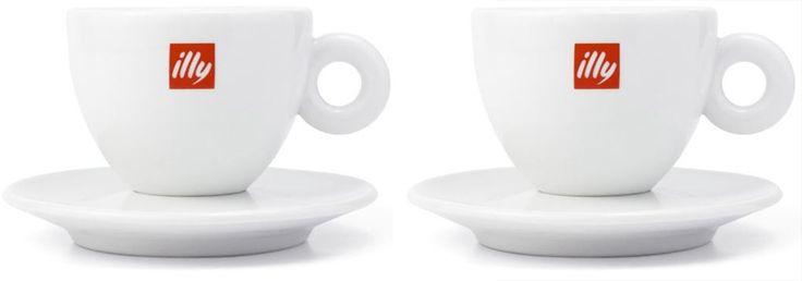 Illy 2 Cappuccino Kopjes Porselein  Illy 2 Cappuccino Kopjes Porselein: Het klassieke cappuccinokopje van Illy De Illy Cappuccino Kopjes van porselein - met het welbekende Illy-logo - zijn onmisbaar in elk koffieliefhebbend huishouden. Het ontwerp werd in de jaren '90 ontworpen door Matteo Thun de huiskunstenaar van Illy en sindsdien zien we de kopjes in menig restaurant en koffiehuis verschijnen. Met deze cadeauverpakking van twee cappuccinokopjes heb jij nu de kans om in stijl van…