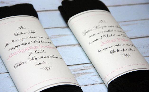 Du suchst nach einem wundervolles Geschenk für Euren großen Tag?  Mit den süßen Hochzeitssocken für den Bräutigam und den Brautvater gehören kalte Füße der Vergangenheit an.  Ein wundervolles...