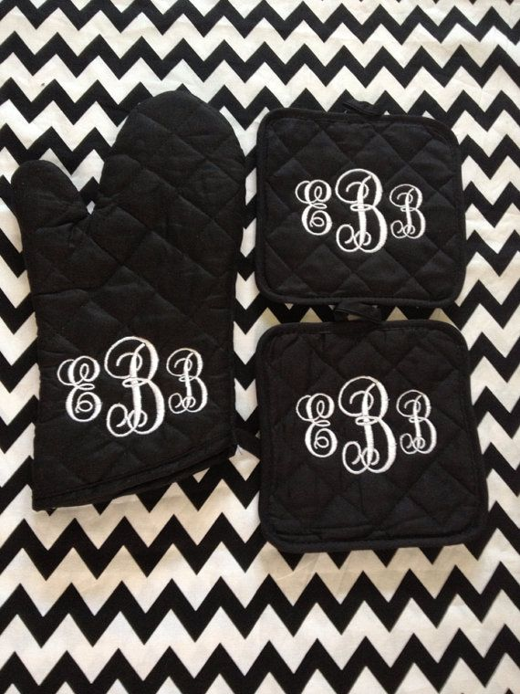 OMG! Love! Monogrammed Oven Mitt and Pot Holders by JorjaPorja on Etsy