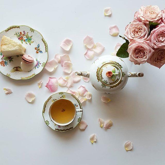 Good morning with The White  Wolf, whitetea from Bellocq :) With whitetea, mint, star anise, vanilla and juniper, this tea has unique and sensational aroma💗 Wish you a nice new week~ • 벨로크의 화이트울프예요^^ 백차, 민트, 팔각, 바닐라, 향나무가 블렌딩 되었고, 특히나 팔각과 민트가 혼합된 향이 지배적인 찻잎이네요. 그 향을 그대로 간직하고 있지만 우리고 나면 편안하게 부드러워지는 벨로크의 차. 과하지 않은 민트와 향나무가 청량함을, 팔각은 엑센트를, 모든 향을 부드럽게 감싸는 백차의 단맛까지! 티마스터들 대단하다라는 생각이 드는 멋진 차예요👍 • #TheWhiteWolf #Bellocq #whitetea #tea #teatime #tealover #teastagram #instatea #onmytable #cupoftea…