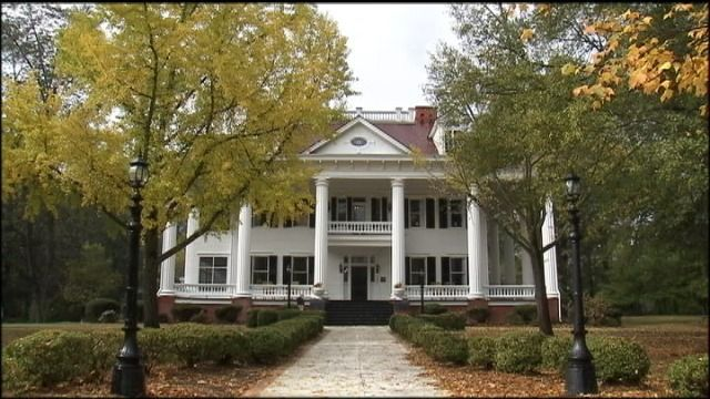 95 best plantation homes images on pinterest southern for Wrap house covington