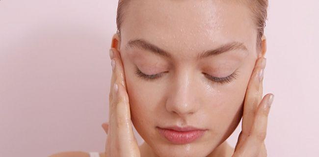 Dr. Jetske Ultee   Productlijn Uncover Skincare   Scrubben of exfoliëren? #huidverzorging #scrub #exfoliant #uncoverskincare #skintips