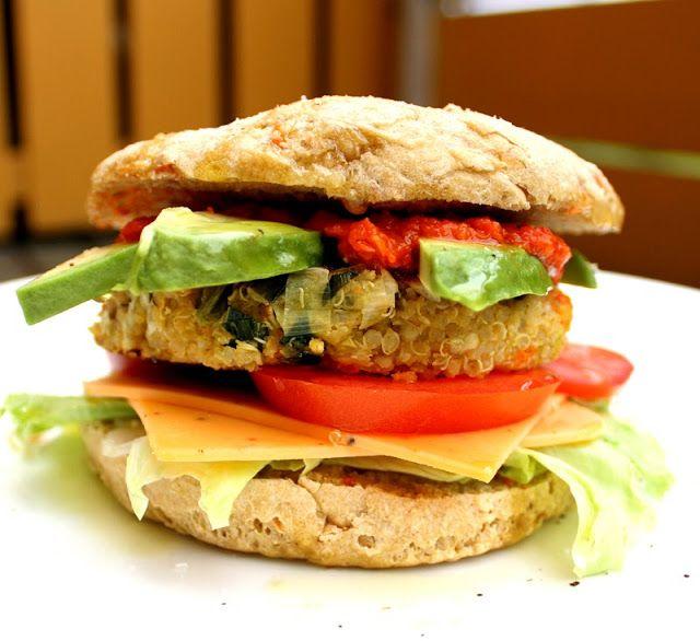 Monsterburger av quinoa, gulrot og purre - VeganMisjonen   Oppskrifter på Veganmat og Vegetarmat