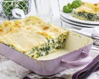Lasagnes allégées aux épinards : http://www.fourchette-et-bikini.fr/recettes/recettes-minceur/lasagnes-allegees-aux-epinards.html