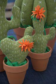 Le mie piantine crescono....     Preparando per i mercatini estivi mi sono detta... perche' non far crescere e fiorire in colori divertenti...