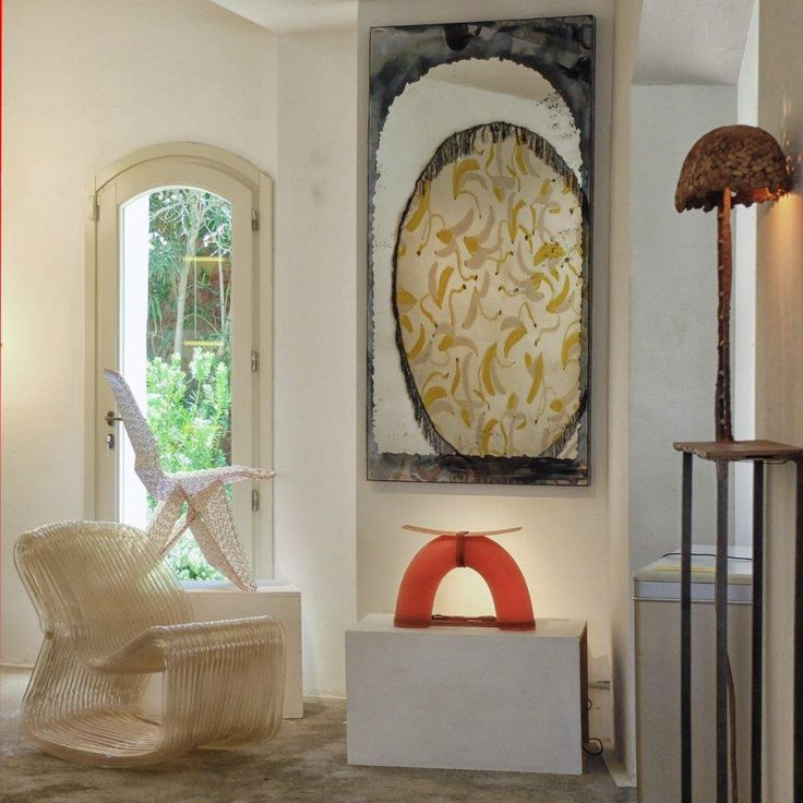 Don't you think opposites attract❓ #rossanaorlandi #summergallery #promenadeduport #portocervo #sardinia #italy #nachocarbonell #guglielmopoletti #dirkvanderkooij #nodusrug #studiojob #kikolopez #gallery #interiordesign #different #styles #together #design #luxury #interiors