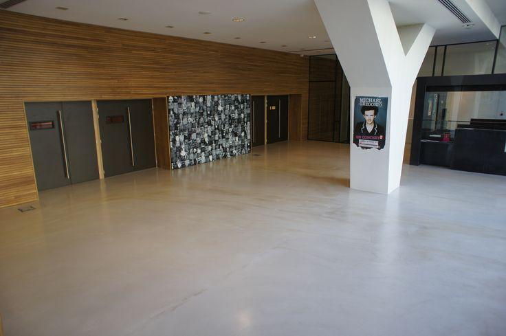 Entr e en beton cir coul dans un theatre sol coul pinterest beton ci - Sol en beton cire combien ca coute ...