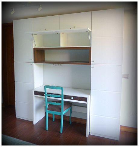 Escritorio incluido dentro de mueble de guardado for Mueble escritorio