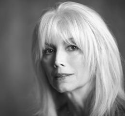 Emmylou Harris, silver-haired beauty
