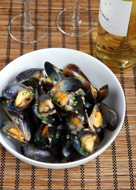 Steamed mussels with ginger and shallots: Foodies Fav, Yummy Recipe, Seafood, Sea Food, China Steam, Steam Mussels, Favorite Recipe, Steamed Mussels, Food Drinks
