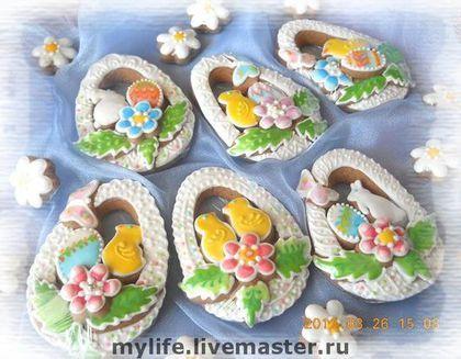 Купить или заказать Пряники медовые 'Яйцо пасхальное' (1) в интернет-магазине на Ярмарке Мастеров. Прянички медовые расписные 'Яйцо пасхальное' .................................................................................................. Все прянички заботливо изготовлены мной вручную из натуральных продуктов без каких-либо искусственных консервантов. Тесто вкусное, в его состав входят сахар, маргарин сливочный, мёд 100% гречишный, яйцо куриное, мука, пряности – корица, г...